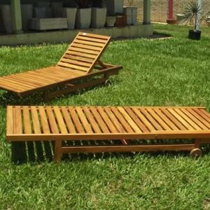 Cadeira De Piscina Em Madeira De Demolição